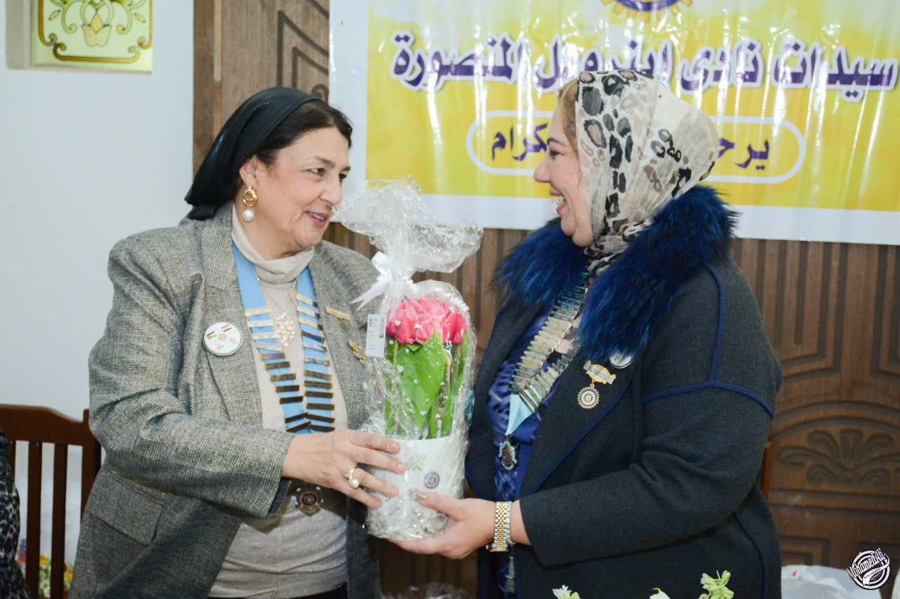 9-A bouquet of flowers presented from D95 Chairman to President of IWC of Al Mansoura