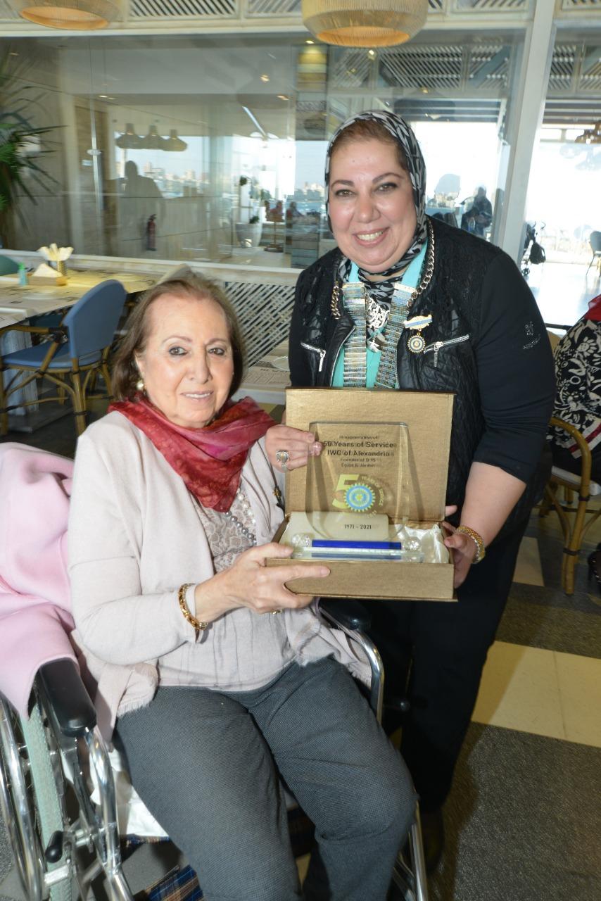 11-D95 Chairman Presenting a shield of appreciation to Mrs. Hoda El Deeb