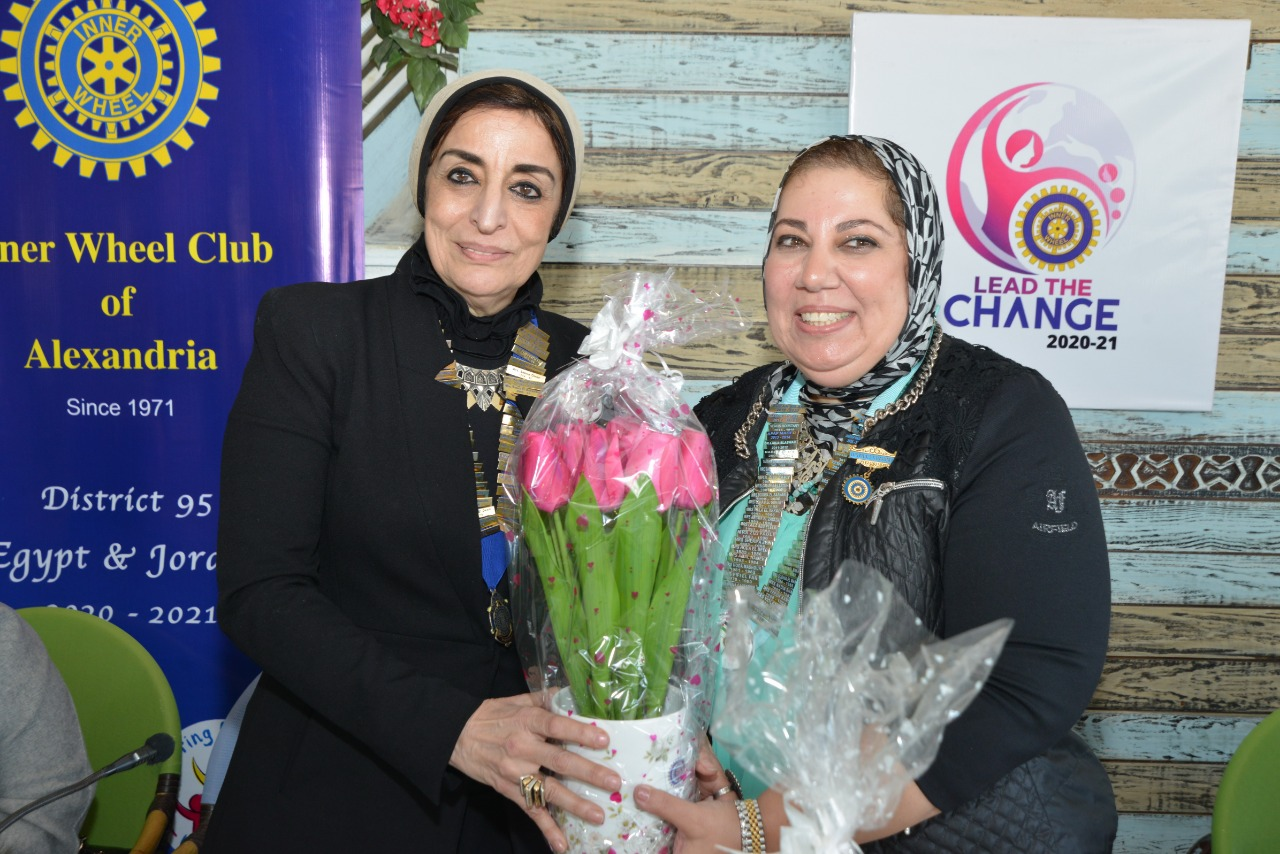 4-D95, Egypt& Jordan Chairman Presenting a bouquet of flowers to President of IWC of Alexandria