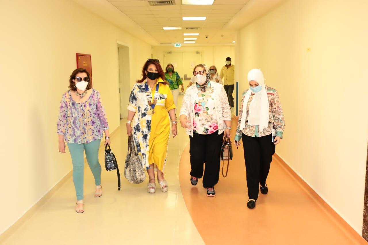 9- D95C Mona Aref ,Samia Abou El Fetouh & Mona Abo Elfetouh visiting the ward